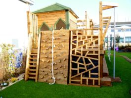 drewniany plac zabw dla dzieci na ogrodzie